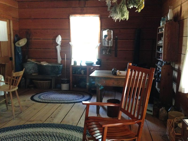 NO. 659 STAGECOACH INN - Interior