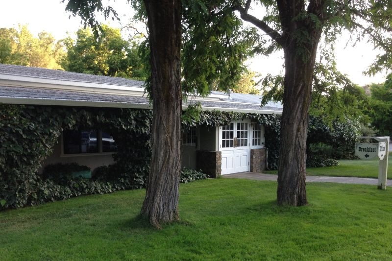 NO. 980 UKIAH VICHY SPRINGS RESORT - Front Office