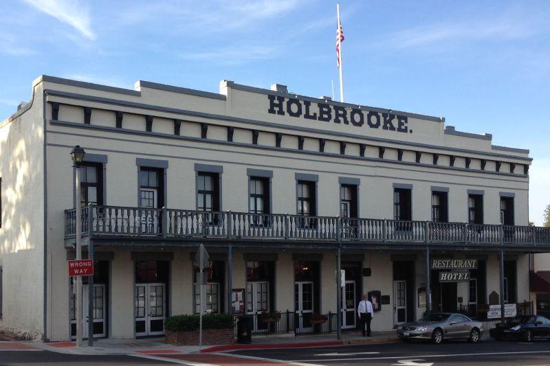 NO. 914 HOLBROOKE HOTEL - Exterior