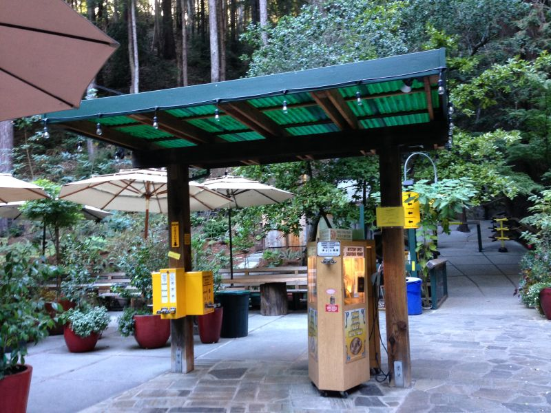 No. 1055 The Mystery Spot - courtyard