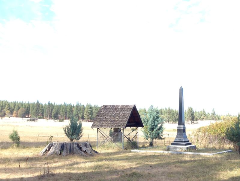 NO. 565 PETER LASSEN GRAVE - Old and new monuments