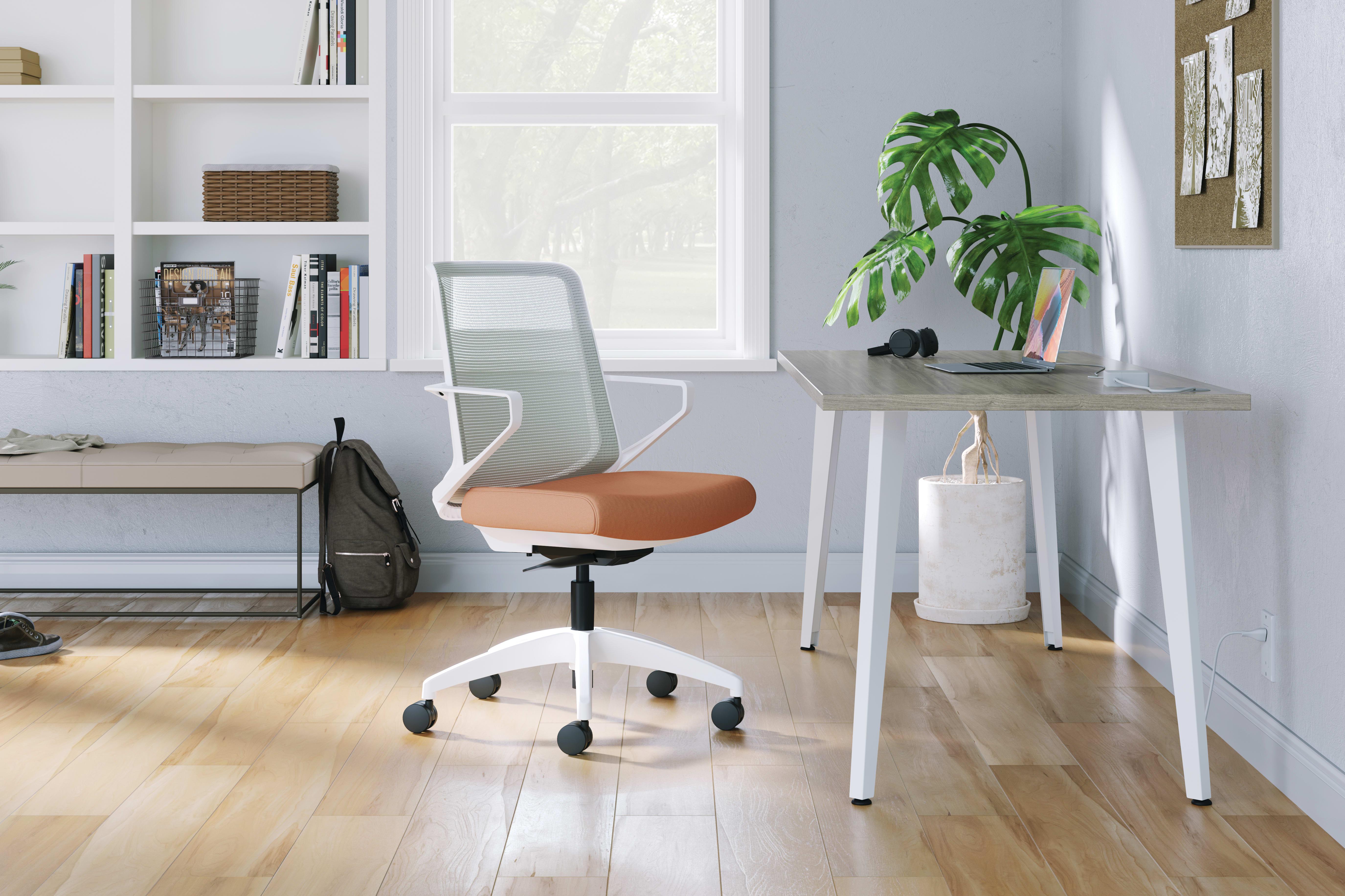 Cliq chair with Voi desk.
