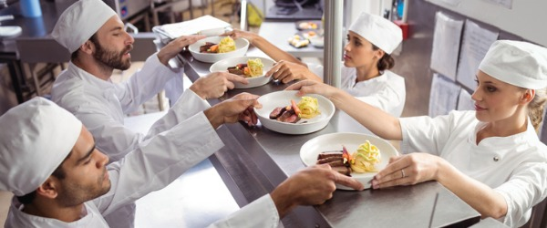 what does a restaurant cook do