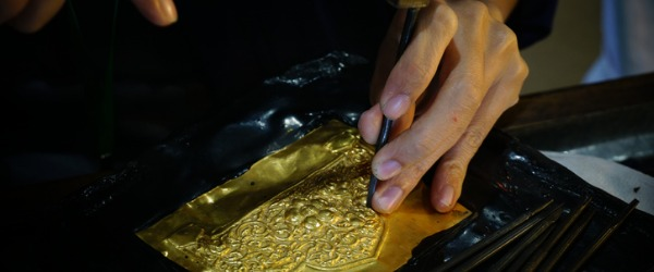 A precious metal worker deals with precious metals such as gold, silver and platinum, and objects made from those metals.