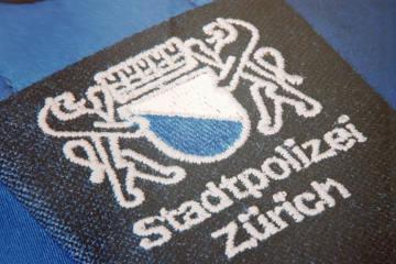 Zürich ZH - Ein Schwerverletzter nach Auffahrunfall im Kreis 11