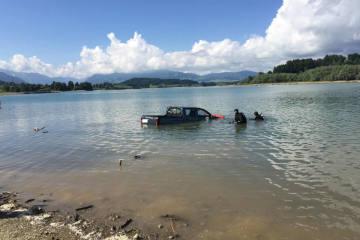Pont-la-Ville FR - Auto in den Greyerzersee gestürzt