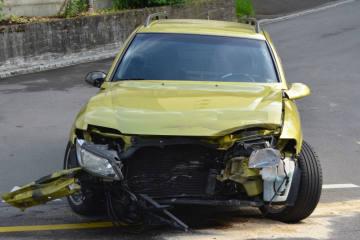 Herisau AR - Heftige Kollision zwischen zwei Fahrzeugen