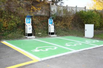Vorsicht beim Laden von Elektrofahrzeugen