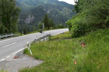 Alvaneu Bad GR - Motorradfahrer überspringt Bach