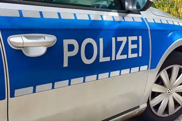 Vellmar HE - Polizei rettet Kleinkind aus Auto
