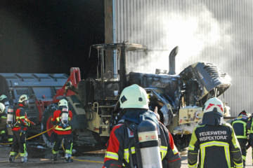 Buttisholz LU -Brand eines Pneuladers in Gewerbehalle