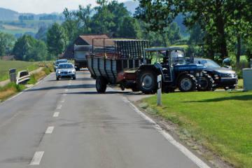 Ruswil LU - Verkehrsunfall zwischen Traktor und Personenwagen