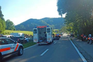 Bichelsee TG - Auto prallt in Motorradfahrer