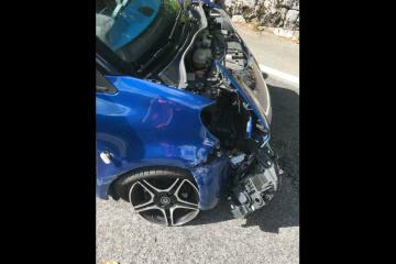 Linthal GL - Abgelenkter Autofahrer baut Selbstunfall