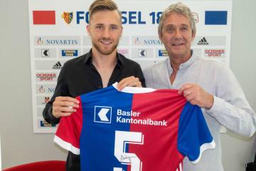 FCB holt Silvan Widmer