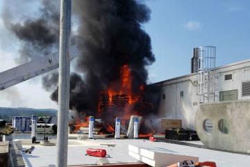 Aarau AG - Grosser Feuerwehreinsatz bei Brand auf Bürogebäude