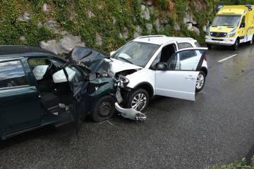 Berschis SG -  Frontalkollision zwischen zwei Autos - Verletzte
