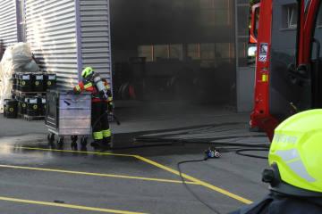 Küssnacht SZ - Mottbrand in Gewerbebetrieb
