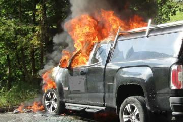 Schwanden GL - Auto in Brand geraten