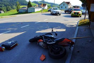 Teufen AR - Motorradlenker beim Überholen verunfallt