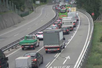 Gotthardtunnel UR/TI - Kollision zwischen Auto und Lastwagen