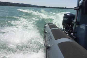 Granges-Paccot FR - Vorsicht vor Geschwindigkeitsübertretungen auf Gewässern