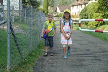 Kinder sollen zu Fuss zur Schule gehen