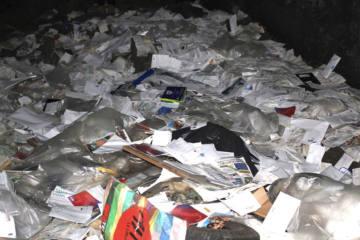 Pöstler versteckte über 2000 Briefe, Rechnungen und Mahnungen in einer Grotte