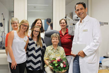 Pallas Kliniken bedanken sich bei 100-jähriger Patientin