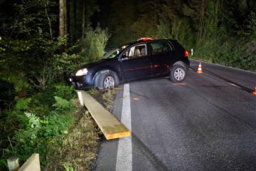Baar ZG - Alkoholisierte Autofahrerin baut Selbstunfall