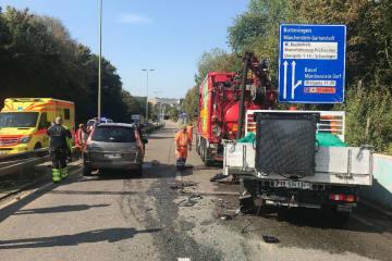 Münchenstein BL - Personenwagen fährt in Lieferwagen des Tiefbauamts Basel-Landschaft