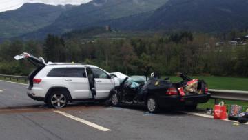 Schwerer Verkehrsunfall in Rodels - sechs Personen verletzt