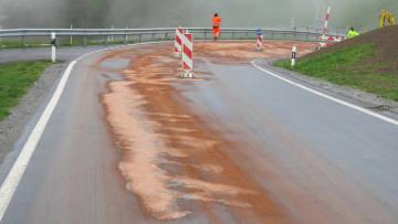 Leck im Tank: Hundert Liter Dieselöl auf Brigels' Strassen