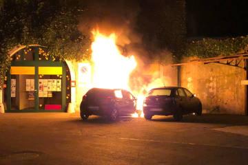 Stadt Solothurn - Lagerhalle und Fahrzeug in Brand geraten