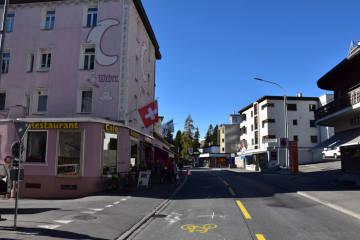 Davos Dorf GR - Fahrrad kollidiert mit Personenwagen