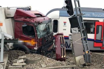 Berikon AG - Lastwagen und Zugskomposition zusammengestossen (Nachtrag)