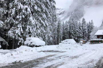 Viel Regen und in den Bergen stellenweise bis gegen 1 Meter Neuschnee