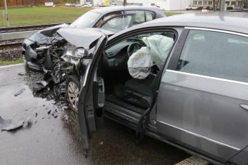 Brugg  AG - Heftiger Zusammenprall zwischen zwei Fahrzeugen