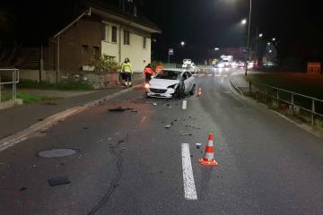 Menziken AG - Totalschaden nach Crash mit Sattelzug