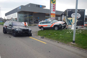 Roggwil TG - Mit Patrouillenfahrzeug verunfallt
