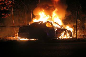 Muttenz BL - Fahrzeug nach Selbstunfall in Brand geraten