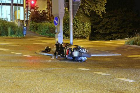Stadt SG - Fahrunfähiger Motorradfahrer versucht z...
