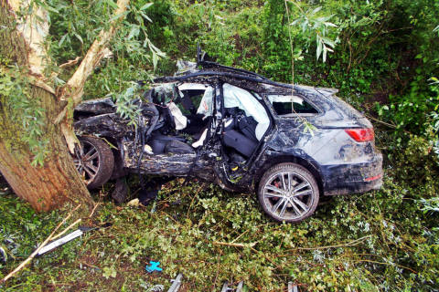 Lachen-Speyerdorf RP - 4 Schwerverletzte bei Verkehrsunfall