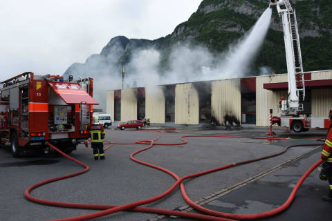 Mels SG - Grossbrand in Metallveredelungsbetrieb
