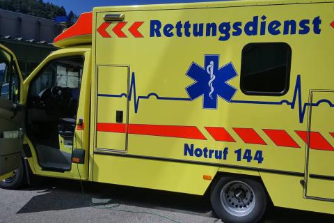 Basel BS - Mann kollidierte mit einem Lieferwagen