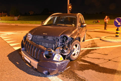 Emmenbrücke LU - Verkehrsunfall mit zwei Personenwagen auf Kreuzung Emmenbrücke