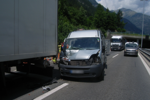Göschenen UR - Auffahrunfall auf der Autobahn A2