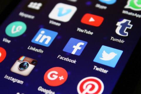 Vier von zehn Nutzern löschen Profile auf Social Media