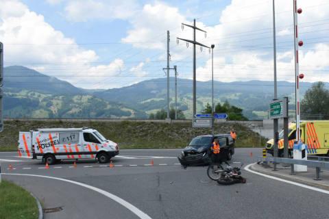 Giswil OW - Frontalkollision zwischen Motorrad und Personenwagen