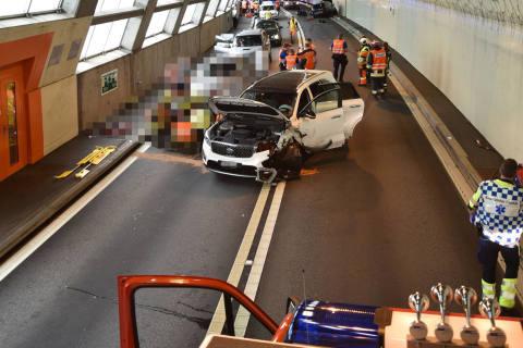Nufenen GR - Kollision in Tunnel fordert mehrere Verletzte